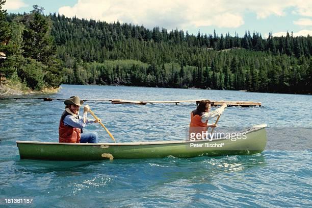 Fritz Wepper , Bruder Elmar Wepper, Kanada, Amerika, , Angelausflug, Fluss, Angel, Boot, Kanu, fahren, angeln, Anglerhut, Schauspieler,