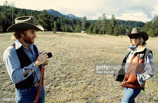 Fritz Wepper Freundin Prinzessin Angela von Hohenzollern Kanada Amerika Kamera Fotoapperat Fotokamera fotografieren Fotograf Cowboyhut Schauspieler
