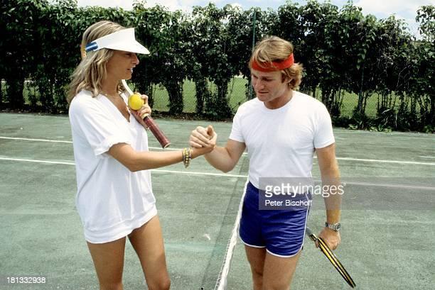Fritz Wepper Freundin Prinzessin Angela von Hohenzollern Urlaub auf Barbados Barbados Karibik Tennisplatz Tennis spielen Match Schläger Adel...