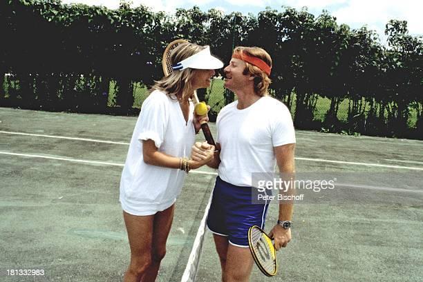 Fritz Wepper Freundin Prinzessin Angela von Hohenzollern Urlaub auf Barbados Barbados Karibik Tennisplatz Tennis spielen Match Schläger Kuss küssen...