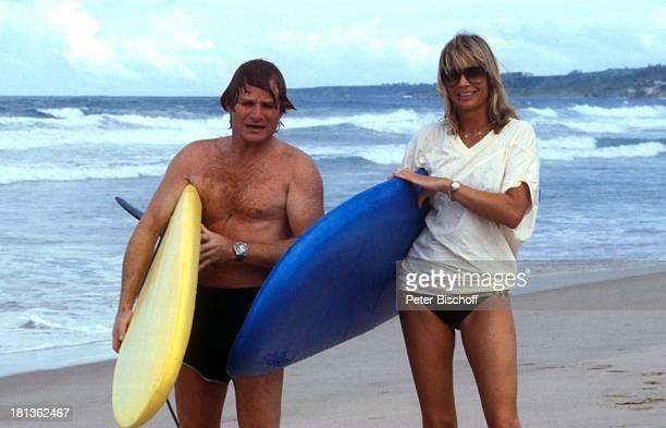 Fritz Wepper Freundin Prinzessin Angela von Hohenzollern Urlaub auf Barbados Barbados Karibik SurfBrett Sonnenbrille Halskette Schauspieler Adel