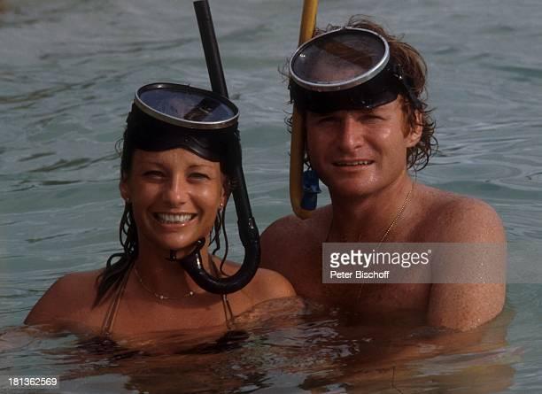 Fritz Wepper Freundin Prinzessin Angela von Hohenzollern Urlaub auf Barbados Barbados Karibik Meer Schnorchel Taucherbrille tauchen Halskette...