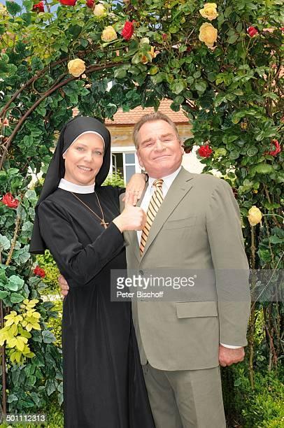 Fritz Wepper Janina Hartwig ARDSerie Um Himmels Willen 10 Staffel Niederaichbach Bayern Deutschland Europa NonnenTracht Nonne Katholikin katholisch...