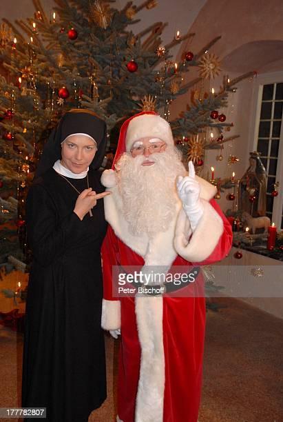 Fritz Wepper Janina Hartwig ARDSerie Um Himmels Willen Special Weihnachten in Kaltenthal 8 Staffel Schloß Niederaichbach Bayern Deutschland Europa...