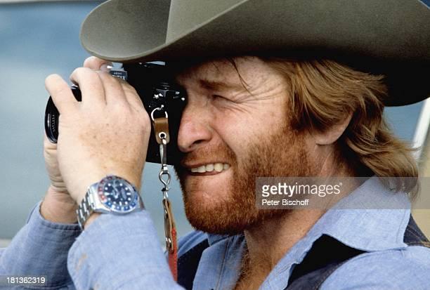 Fritz Wepper, Kanada, Amerika, , Kamera, Fotoapperat, Fotokamera, fotografieren, Fotograf, Cowboyhut, Schauspieler,