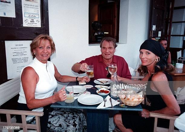 Fritz Wepper mit Ehefrau Angela vonHohenzollern und Ingrid Kraus ARDP E T E R K R A U SGeburtstagsSpecial 'Ichmach weiter' Dreh Ibiza/Spanien