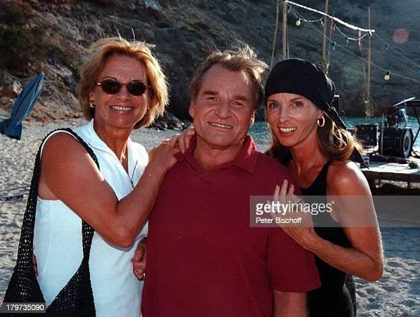 Fritz Wepper mit Ehefrau Angela vonHohenzollern und Ingrid Kraus ARDP E T E RK R A U S GeburtstagsSpecial 'Ich machweiter' Dreh Ibiza/Spanien