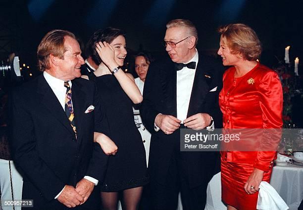 Fritz Wepper mit Tochter Sophie und Ehefrau Angela von Hohenzollern Horst Tappert 75 Geburtstagsfeier von Horst Tappert PNr 382/98 Schauspieler Promi...