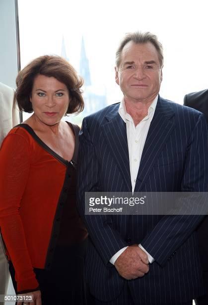 """Fritz Wepper, Rita Russek, ZDF-Komödie """"Alter vor Schönheit"""", Köln, Nordrhein-Westfalen, Deutschland, Europa, Dekollete, Schauspielerin,..."""