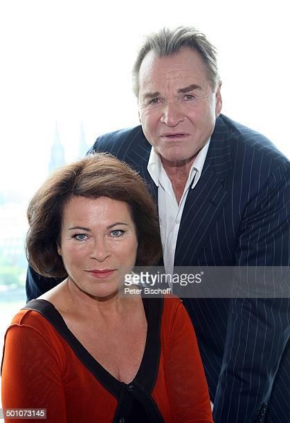"""Fritz Wepper, Rita Russek, ZDF-Komödie """"Alter vor Schönheit"""", Köln, Nordrhein-Westfalen, Deutschland, Europa, Blick auf Rhein, Panorama, Dekolete,..."""