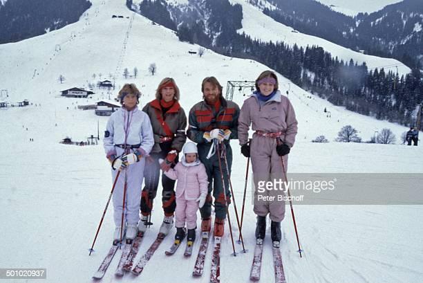 Fritz Wepper Tochter Prinzessin Stephanie von Hohenzollern Angela Wepper Tochter Sophie Wepper Tochter Valerie von Hohenzollern Winterurlaub in Tirol...