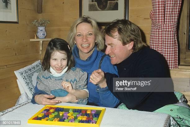 Fritz Wepper Tochter Sophie Wepper Ehefrau Angela Wepper 39126 Skiurlaub in Tirol Söll Österreich Buchstabentafel lachen Schauspieler Promi DB/DB...