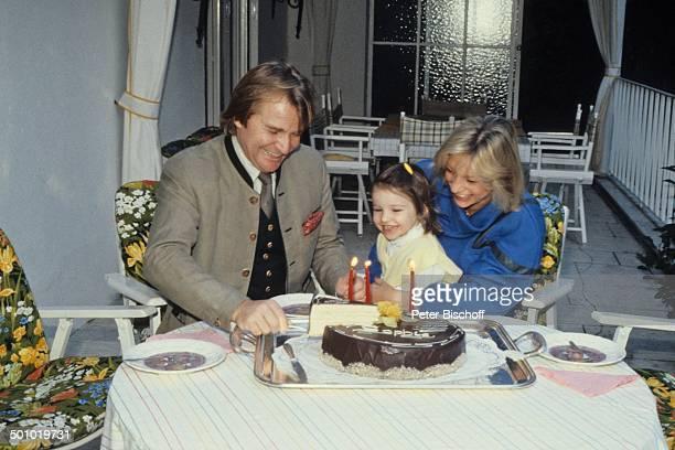 Fritz Wepper Tochter Sophie Wepper Ehefrau Angela Wepper Homestory 3 dreijährige Geburtstag von Tochter Sophie Wepper Deutschland Geburtstagstorte...