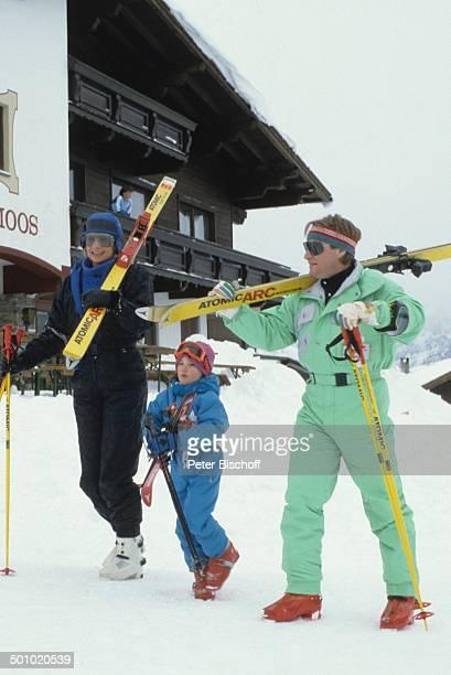 Fritz Wepper Tochter Sophie Wepper Ehefrau Angela Wepper Skiurlaub in Tirol Söll Österreich Skier Berg Schnee Skibrille Schauspieler Hütte Promi...