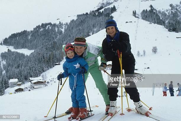 Fritz Wepper Tochter Sophie Wepper Ehefrau Angela Wepper Skiurlaub in Tirol Söll Österreich Skier Berg Schnee Skibrille Schauspieler Promi DB/DB Foto...