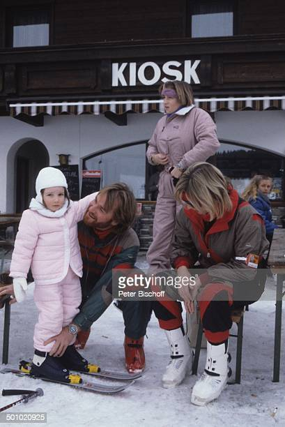 Fritz Wepper Tochter Sophie Wepper Tochter Valerie von Hohenzollern Angela Wepper Winterurlaub in Tirol Söll Österreich Schnee Winteranzug Skianzug...