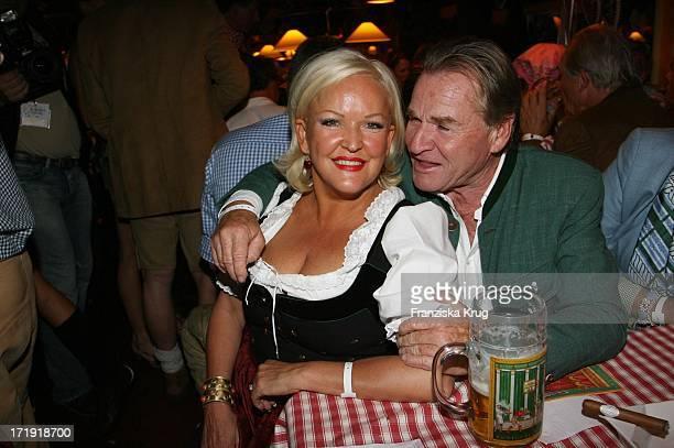 Fritz Wepper Und Angelika Milster Bei Der 'Davidoff Nacht' Im Hippodrom Beim Oktoberfest In München