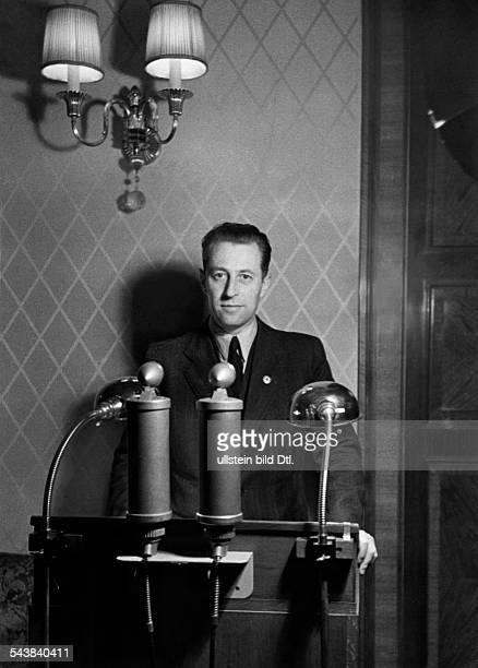 Fritzsche Hans Journalist Radio commentator Germany* Photographer Curt Ullmann Published by 'Hier Berlin' 01/1941Vintage property of ullstein bild