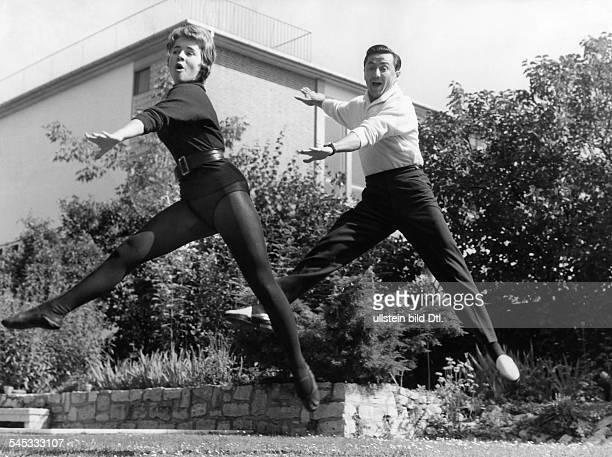 Froboess Cornelia *Saengerin Schauspielerin Dbeim Tanzunterricht1958