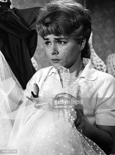 Froboess Cornelia *Saengerin Schauspielerin Din dem Film Junge Leute brauchen LiebeÖsterreich 1961Regie Geza von Cziffra