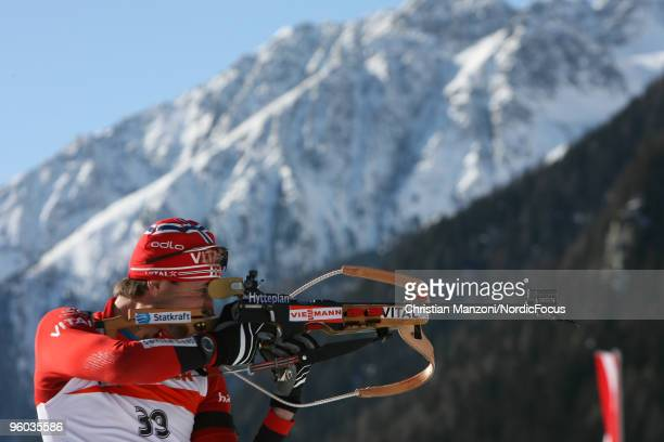 Frode Andresen of Norway shoots during the men's sprint in the e.on Ruhrgas IBU Biathlon World Cup on January 23, 2010 in Antholz-Anterselva, Italy.