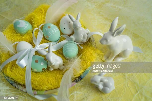 Frohe Ostern - Hasen und Eier im Osternest