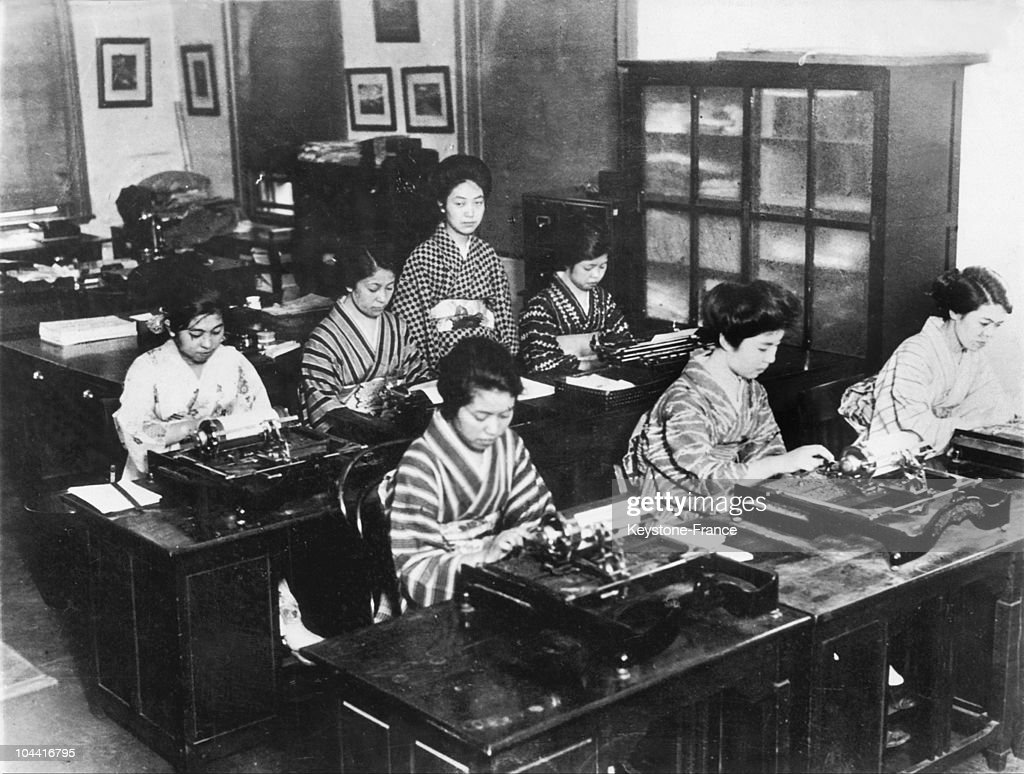 from 1920 to 1930 some young japanese students in typing using
