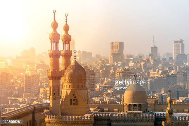 from above view of the mosques of sultan hassan and al-rifai. - minaret stock pictures, royalty-free photos & images