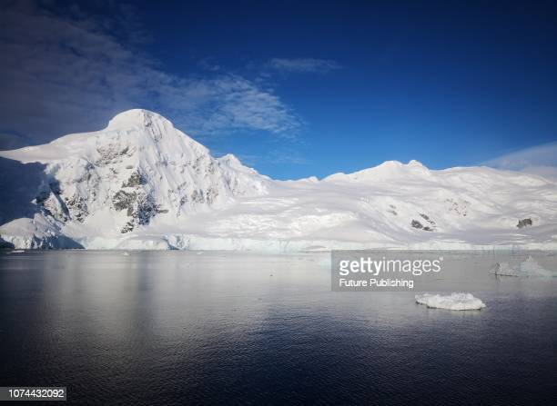 From December 7 to 15 waters icebergs and snow scenes near the Antarctic peninsula Costfoto / Barcroft Images
