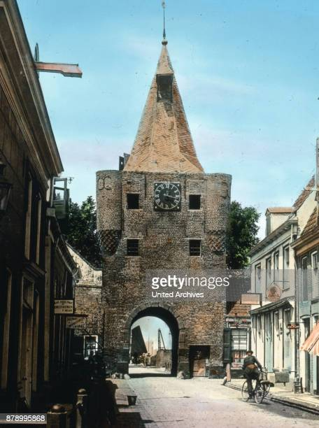 From Deventer we make a trip to the nearby on the west bank of the Zuiderzee ancient Elburg The small harbor town has a sight in this mighty gate...