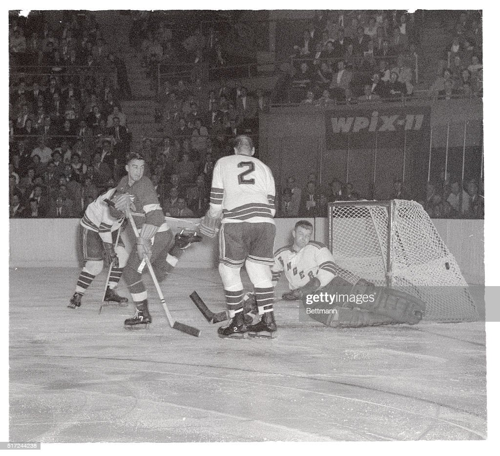 Hockey Team Players in Action : News Photo