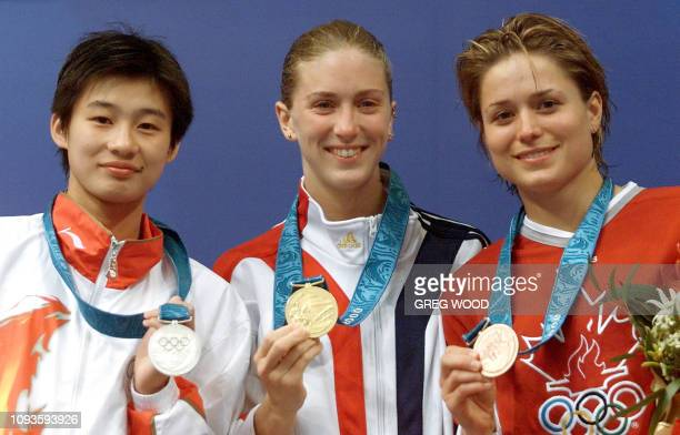 Chinese Li Na US diver Laura wilkinson and Canadian Anne Montminy display their medals on the 10m platform diving event podium 24 September 2000 at...