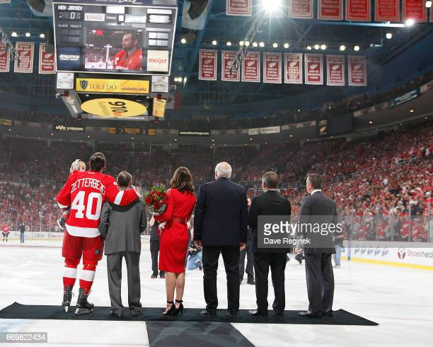 From L to R Henrik Zetterberg of the Detroit Red Wings holding his son Love former Detroit Red Wing Ted Lindsay wife Emma Andersson Zetterberg father...