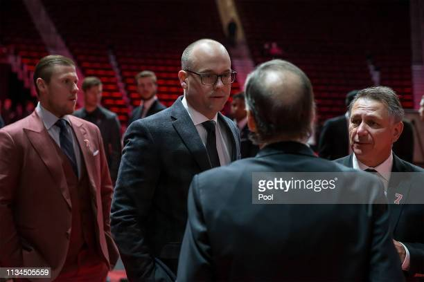 From L to R Jimmy Howard Head coach Jeff blashill and General Manager of the Detroit Red Wings Ken Holland talks to the Lindsay family during the...