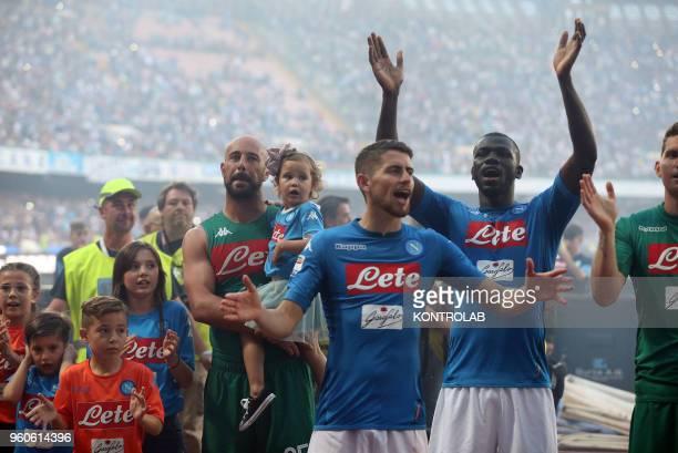 STADIUM NAPLES CAMPANIA ITALY From L to R Napoli's Spanish goalkeeper Pepe ReinaNapoli's Italian midfielder Brazilianborn Jorginho and Napoli's...