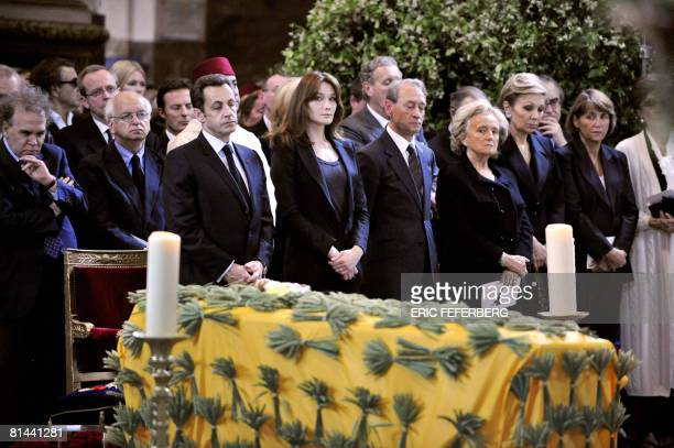 From L to R writers Angelo Rinaldi and Erik Orsenna, French President Nicolas Sarkozy, wife Carla Bruni-Sarkozy, Paris mayor Bertrand Delanoe, former...