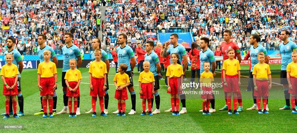 ¿Cuánto mide Christian Stuani? From-l-uruguays-forward-luis-suarez-uruguays-midfielder-rodrigo-picture-id992685748