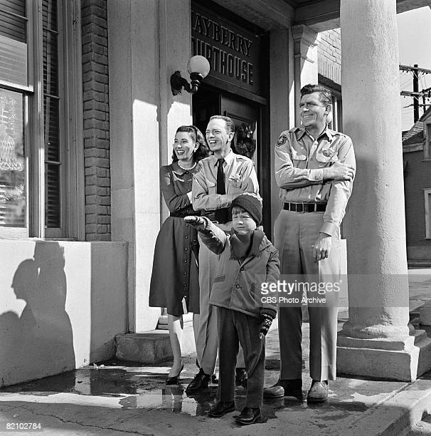 From left American actress Elinor Donahue American actor Don Knotts American actor Ronnie Howard and American actor Andy Griffith appear in an...