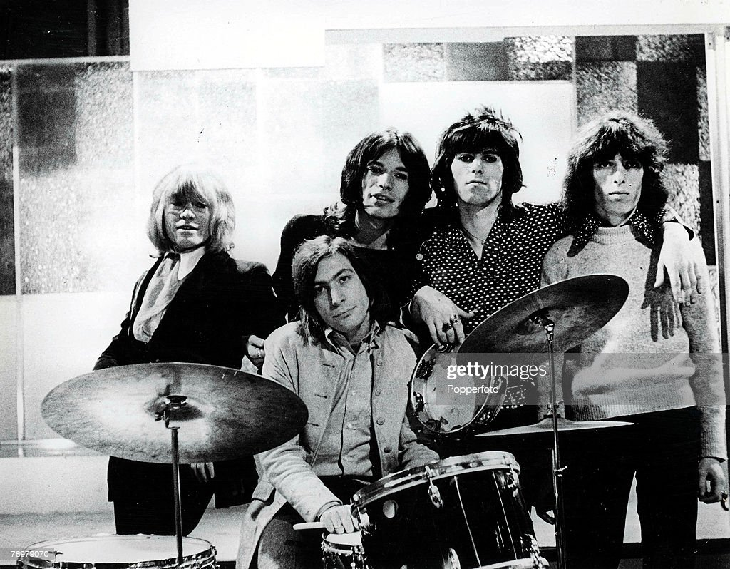 1960's. British pop group The Rolling Stones pose for a group portrait. They are L-R: Brian Jones, Charlie Watts )on drums), lead singer Mick Jagger, Keith Richards and Bill Wyman. : Nachrichtenfoto