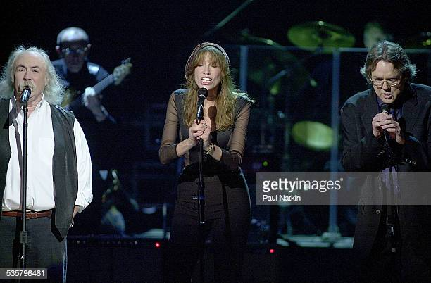 From left David Crosby Carly Simon and Jimmy Webb sing at the Tribute to Brian Wilson New York New York March 8 2001