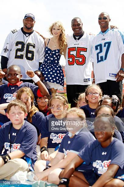 From left Deuce McAllister Taylor Swift Derrick Brooks and Eddie George pose for a photo during the NFL�s Play 60 campaign to fight childhood obesity...