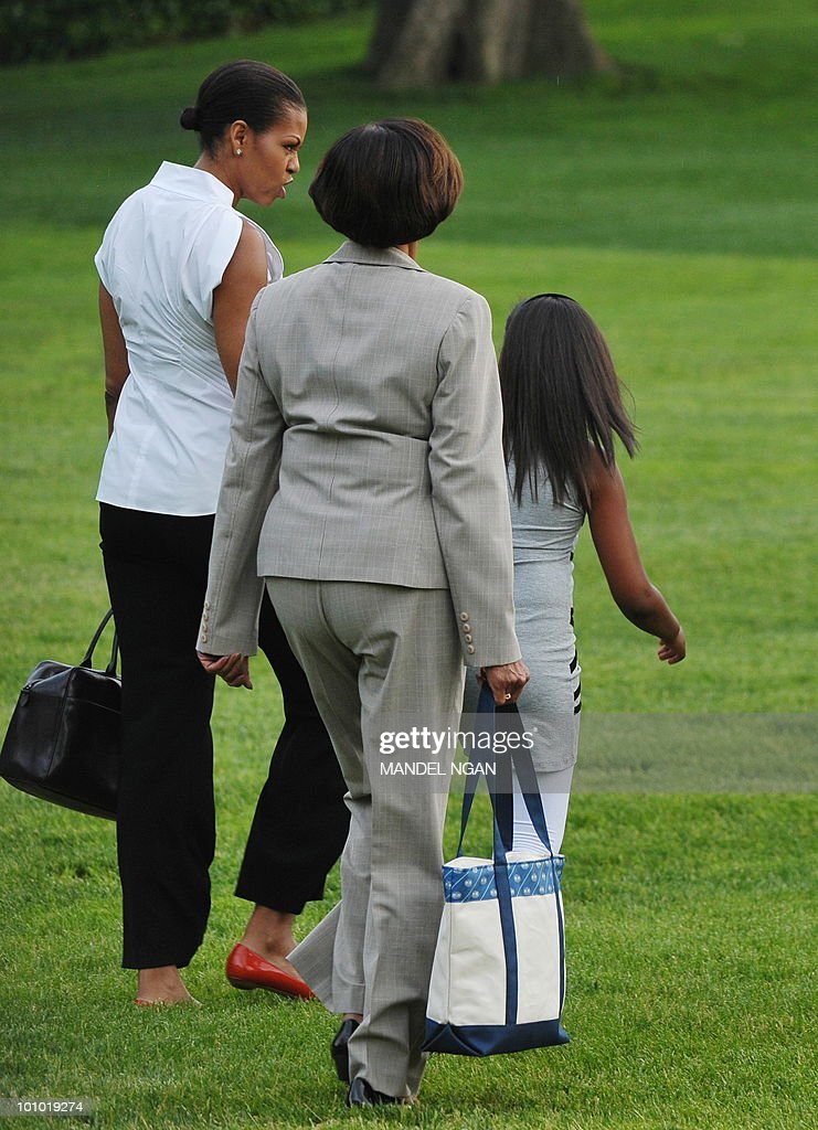 First Lady Michelle Obama, her mother Marian Robinson, and daughter Sasha make their way to board Marine One May 27, 2010 on the South Lawn of the White House in Washington, DC. Obama and his family were heading to Chicago to spend the Memorial Day weekend. AFP PHOTO/Mandel NGAN