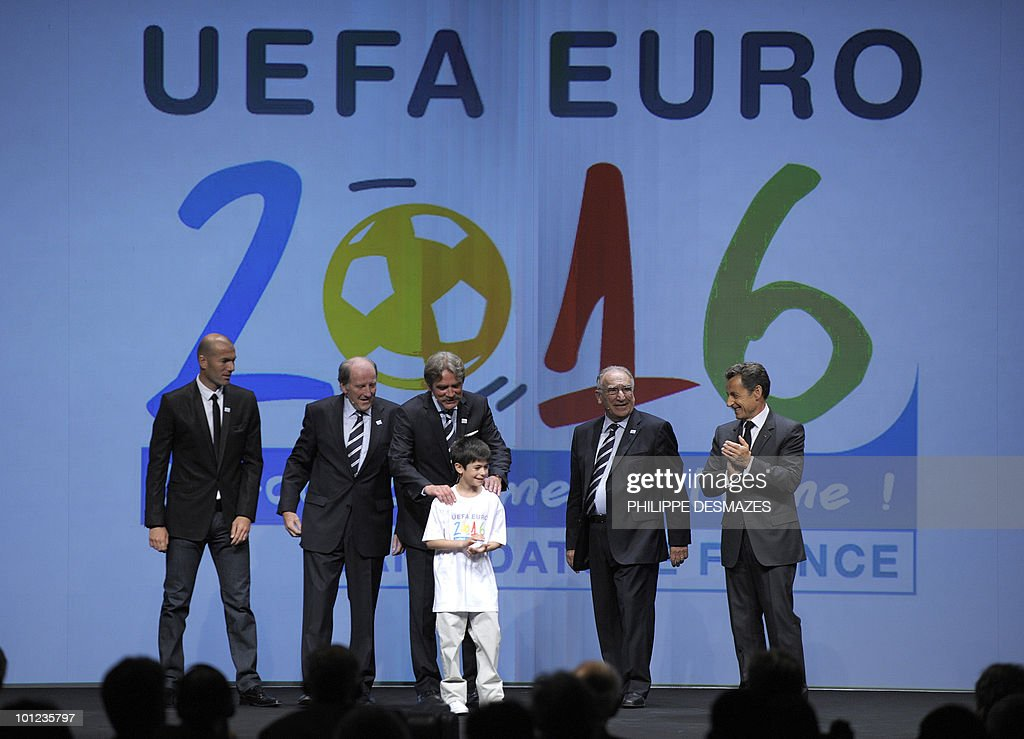 French football player Zinedine Zidane, French Football Federation (FFF) General-Director Jacques Lambert, French Professional League President Frederic Thiriez, young supporter Nathan, FFF President Jean-Pierre Escalette and French President Nicolas Sarkozy pose as they bid for the 2016 European football championships on 28 May, 2010 in Geneva. France, Turkey and Italy are bidding to host the tournament with UEFA set to reveal the winning country after final presentations later in the day.