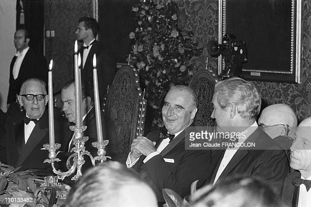 From left French Minister of Foreign Affairs Maurice Schumann US President Richard Nixon French President Georges Pompidou and US Secretary of State...