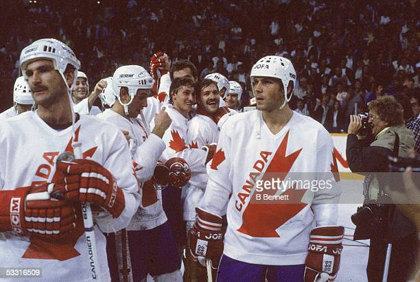 From left in foreground Canadian professional hockey players Glenn Anderson Brent Sutter Wayne Gretzky Reggie Lemelin and Slovakborn professional...