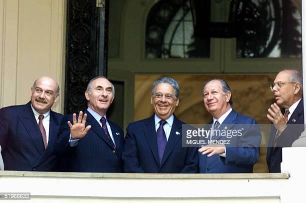 From left MERCOSUR Presidents Luis Gonzalez Macchi of Paraguay Fernando de la Rua of Argentina Fernando Henrique Cardoso of Brazil Ricardo Lagos of...