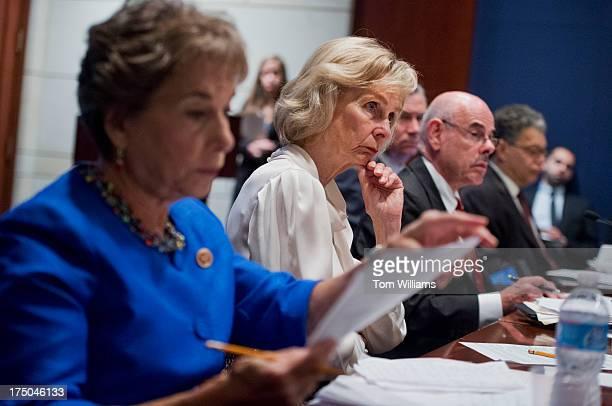 From left Reps Jan Schakowsky DIll Lois Capps DCalif Sen Sheldon Whithouse DRI Henry Waxman DCalif and Sen Al Franken DMinn conduct a forum in the...