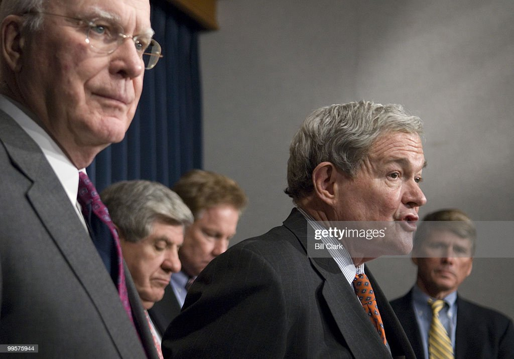 From left, Sen. Patrick Leahy, D-Vt., Sen. Ben Nelson, D-Neb., Rep. Tom Davis, R-Va., Sen. Kit Bond, R-Mo., and Rep. Gene Taylor, D-Miss., participate in the National Guard Caucus news conference to introduce the National Guard Empowerment Act of 2007 on Tuesday, Jan. 30, 2007.