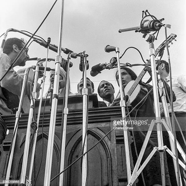From left singers and Civil Rights activists Peter Yarrow Mary Travers Harry Belafonte Leon Bibb Joan Baez and Oscar Brand perform on the podium in...