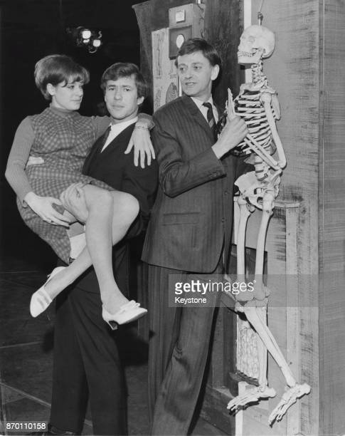 From left to right actors Angela Richards Gary Bond and Barrie Ingham during rehearsals for the musical play 'On The Level' at the Saville Theatre in...